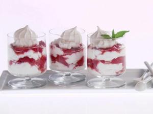 GH0410H_strawberry-cream-parfaits_s4x3_lg